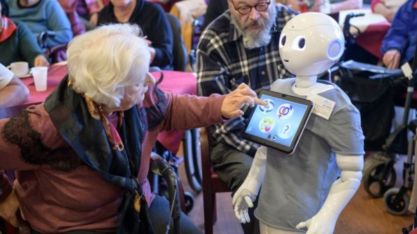 Robots and elderly4