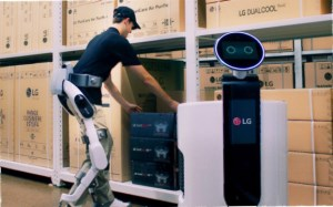 LG's new connected robotic suit makes heavy lifting easy article image
