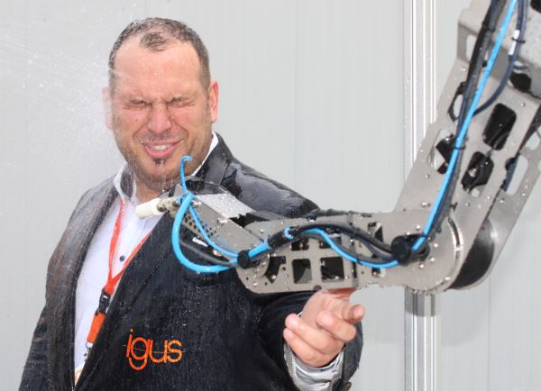 This latest robotic innovation from igus defies wet elements2