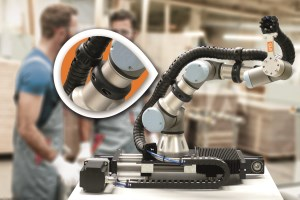 Working with cobots: How new e-chain mounting clamps can improve safety article image